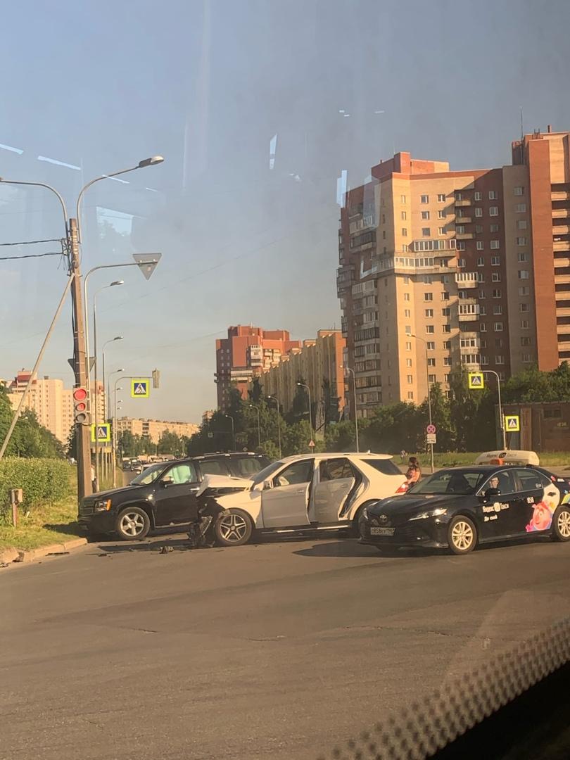 Авария на перекрестке Товарищеского и Российского проспектов.