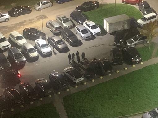 ДТП на парковке в Мурине на Новой улице 7. В 3 часа ночи. Утром хозяева побитых коней опоздают на ...