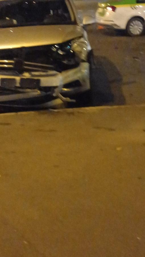 Такси и Volkswagen столкнулись на пересечении Демьяна Бедного и Луначарского. Кто кому не уступил н...