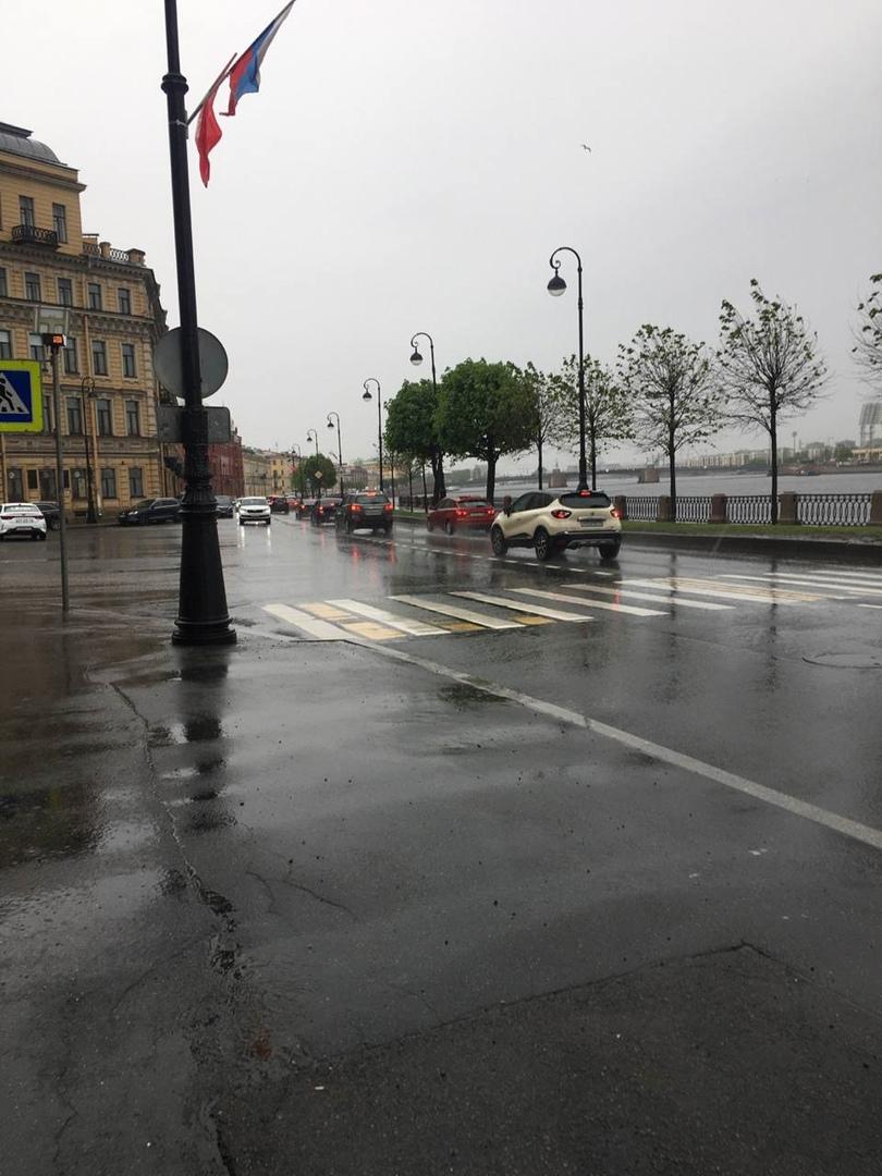 Сегодня около 15:53 девушку ударил Tiguan на пешеходном переходе у набережной Макарова 8. Девушка в ...