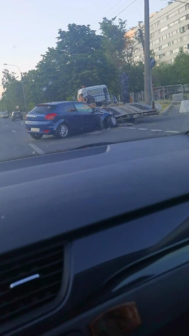 Перекрёсток Культуры и Луначарского, рядом с кфс, немного занят дорожно транспортным происшествием.