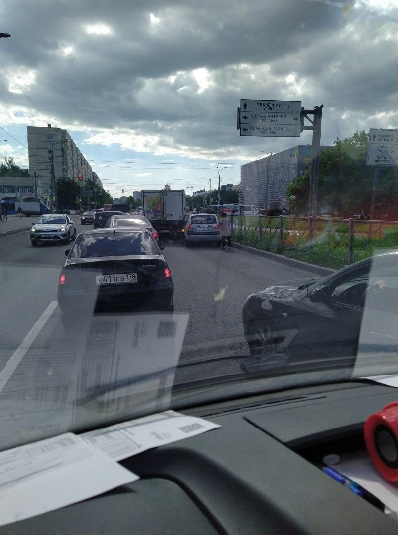 Авария на Долгоозёрной перед Комендантским проспектом.