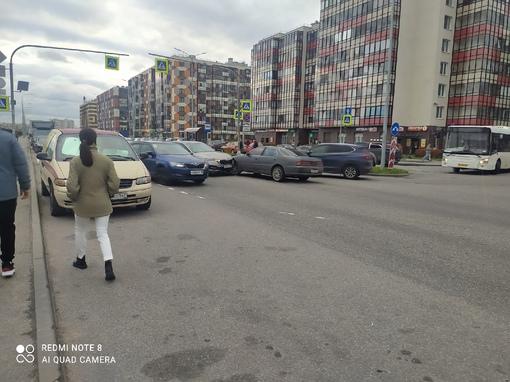Вторая за день авария в г. Кудрово, на перекрестке Строителей и Европейского.