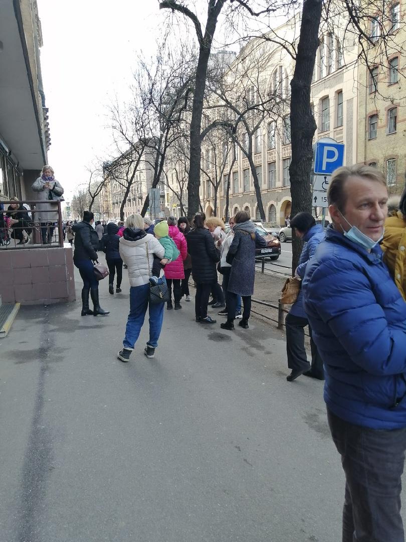 МФЦ Василеостровского района эвакуировали. Кто-то забыл рюкзак.