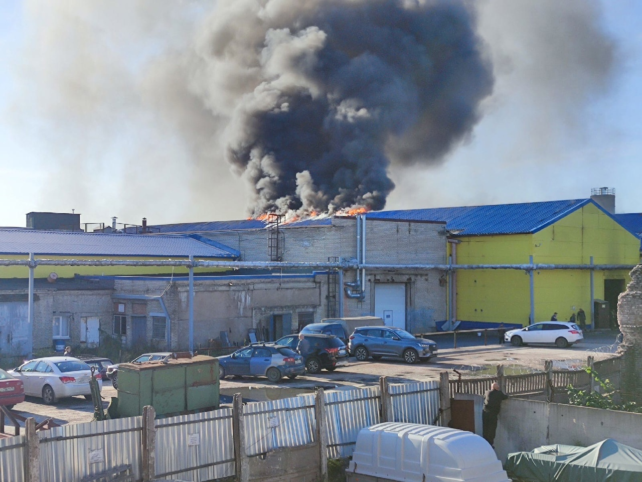 Пожар в Красном селе (горят ангары)