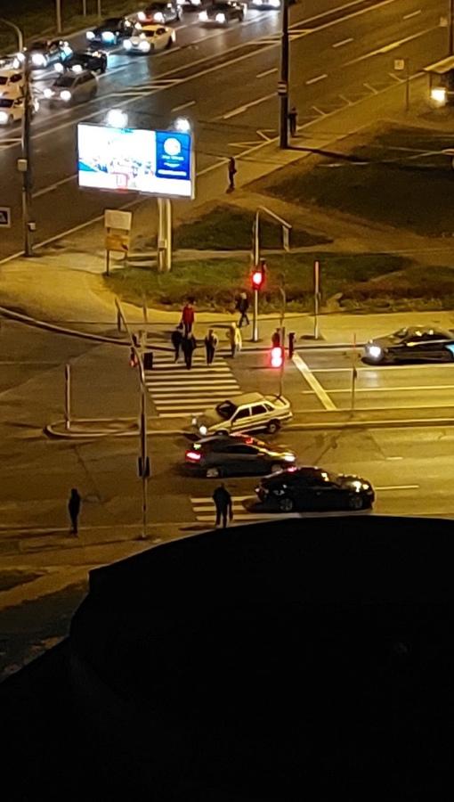 ВАЗ 2115 вылетел на пешеходный переход на перекрестке Ветеранов и Жукова