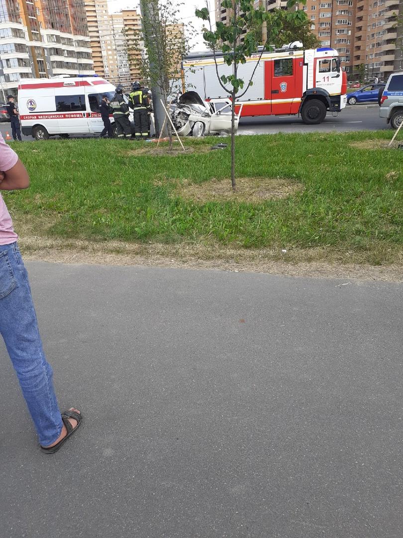 На Кушелевской дороге, после съезда с моста в сторону Блюхера у ВАЗа морда смята до задних сидений, ...