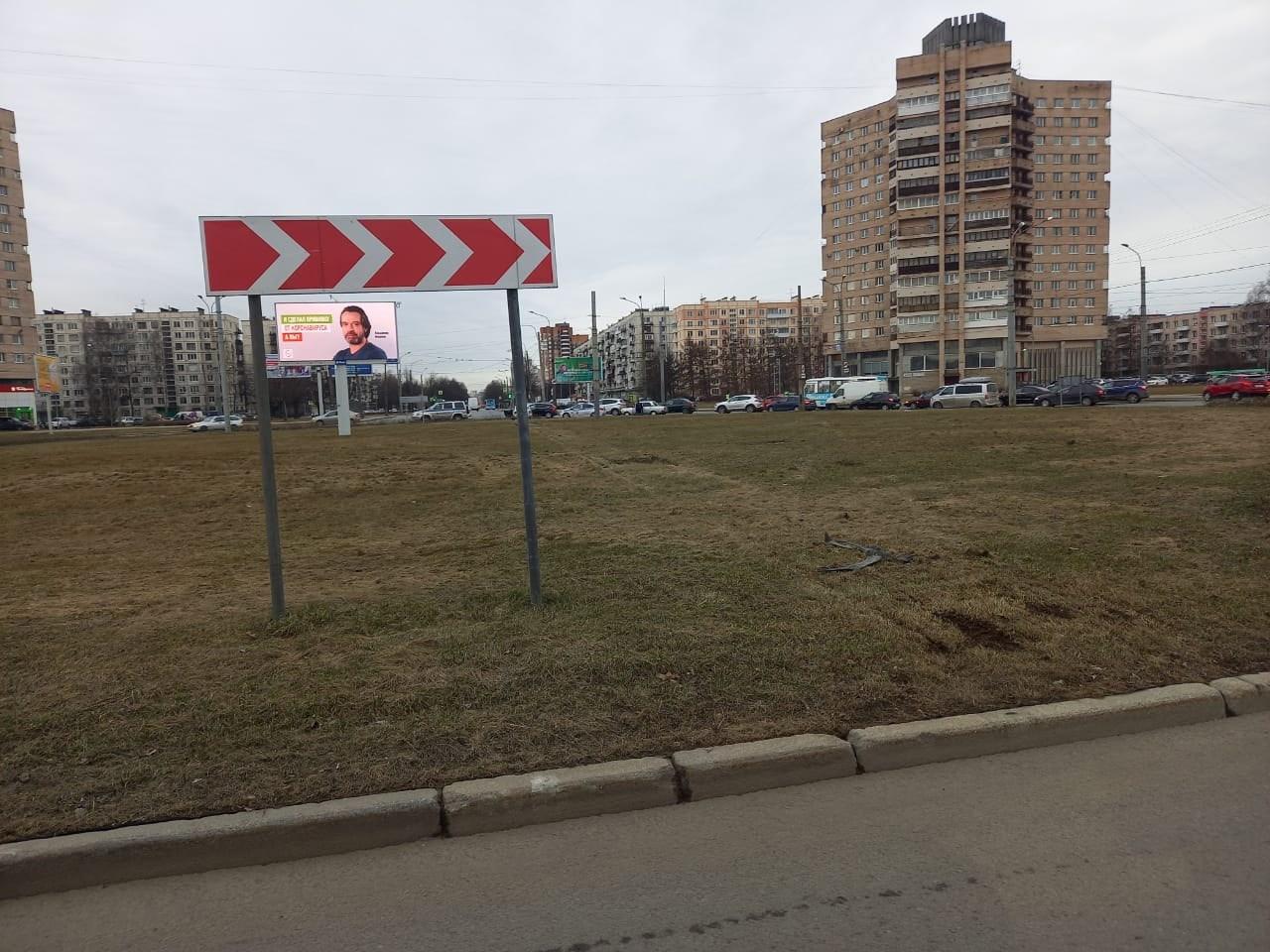Ситимобил утром отличился - проехал Северную площадь аж насквозь. Местные жители говорят, что таких,...