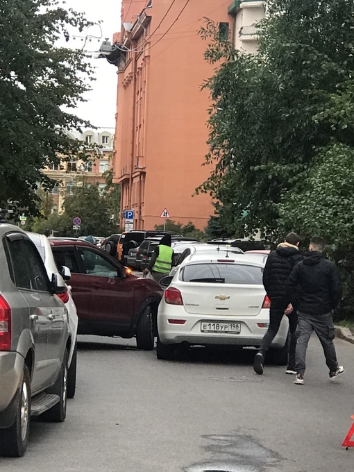 Дтп по адресу Всеволода Вишневского д.12А.