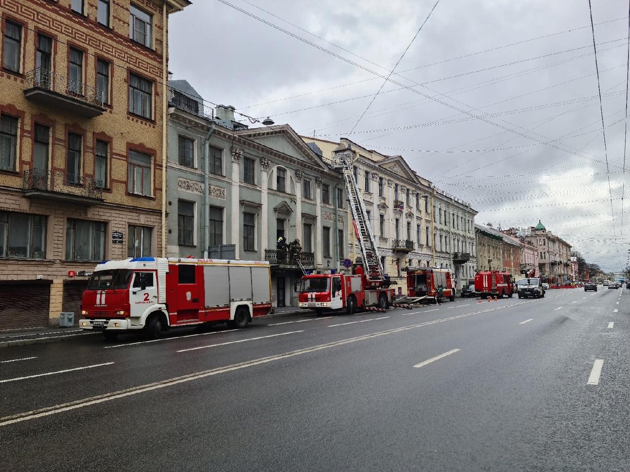 5 мая в 08:17 на телефон мчс поступило сообщение о пожаре по адресу: Кадетская линия у дома 21. В т...