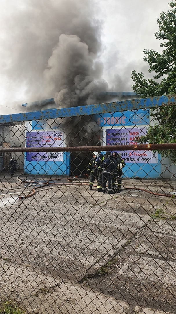 Пожар в автосервисе на Седова.