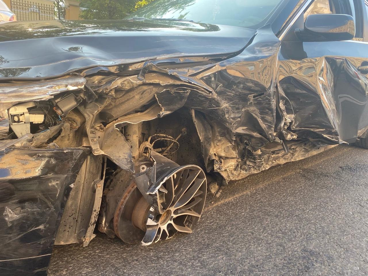 Произошло ДТП 9 июля в 18.00 на Московском проспекте, напротив дома 20, там столкнулись два БМВ, Хен...