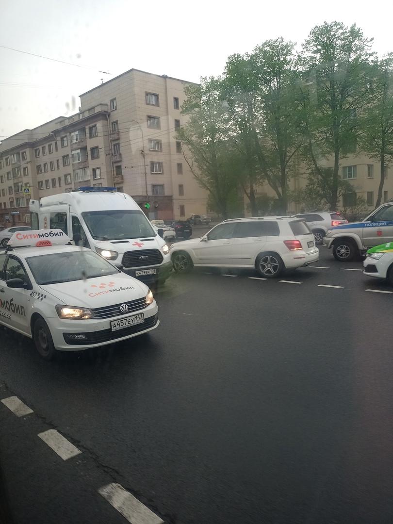 Сбили мотоциклиста на перекрёстке Швецова и Стачек