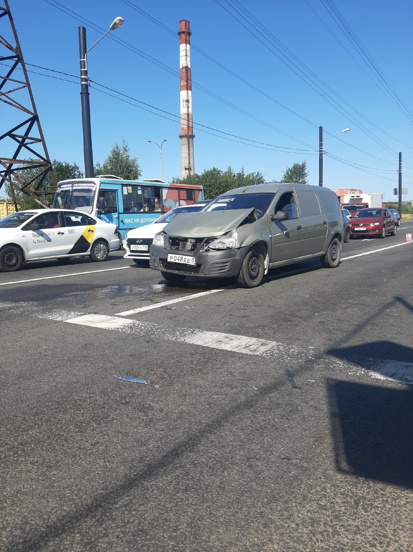 Если есть у кого видео с регистратора сегодняшней аварии на перекрёстке Индустриального проспекта...