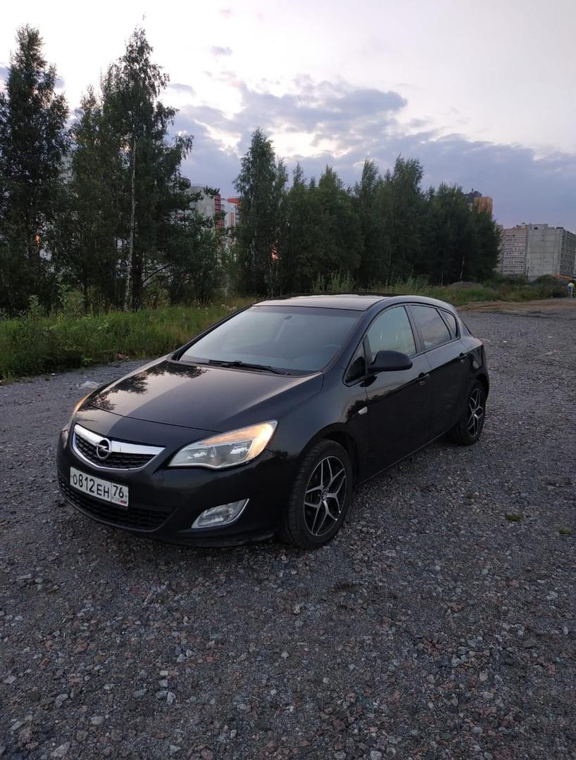 Ночью 28 ноября во Всеволожске с Московской улицы был угнан автомобиль Opel Asrta j пятидверный хетч...