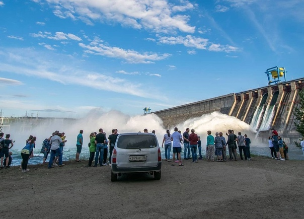 Сброс воды на Усть-Илимской ГЭС