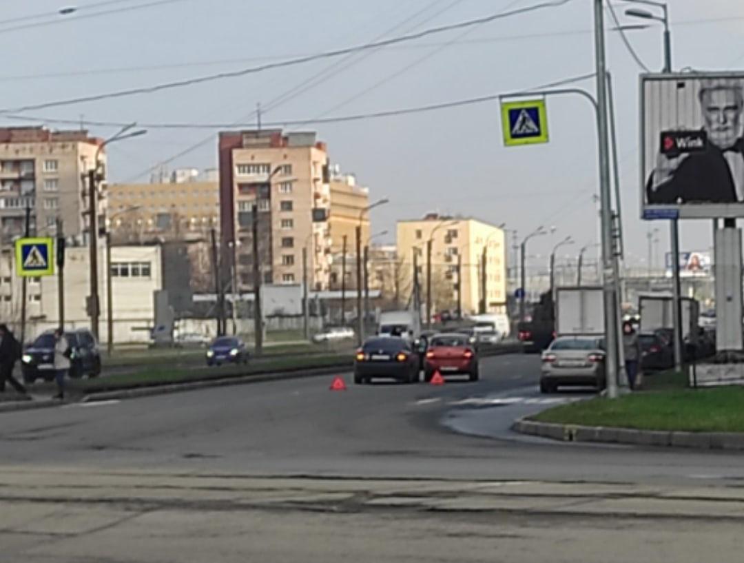 Притерлись после поворота с Шлиссельбургского 1 на Обуховской Обороны.