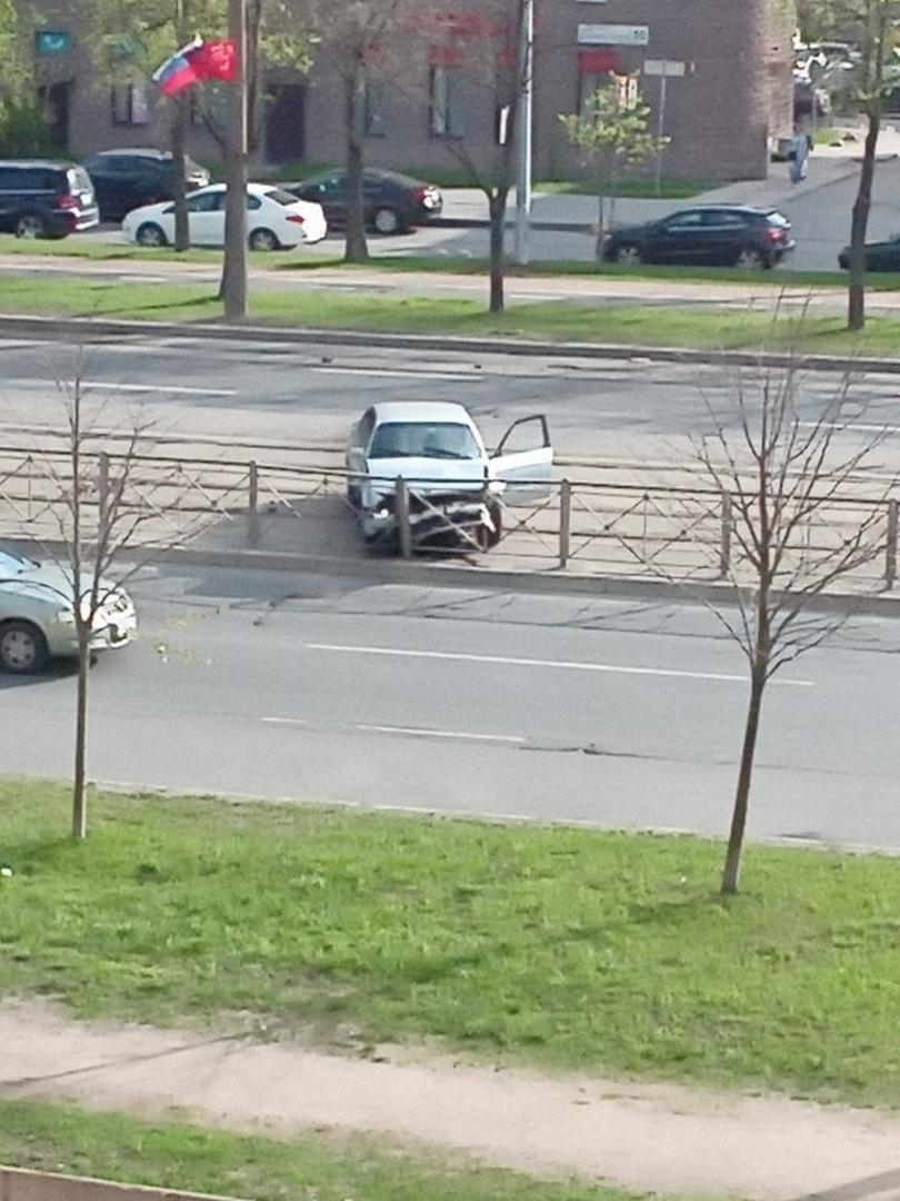 Доездился... Наверняка в телефон глазел, а не на дорогу на Бухарестской