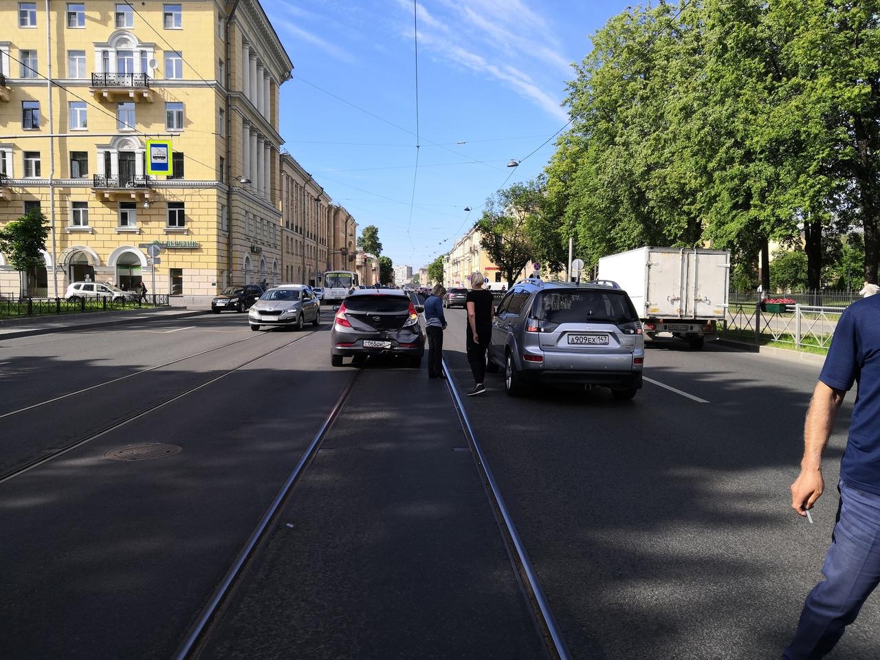 Ищу свидетелей и видео ДТП из трёх машин. ДТП произошло 15 июня около 16.20 по адресу Среднеохтиский...