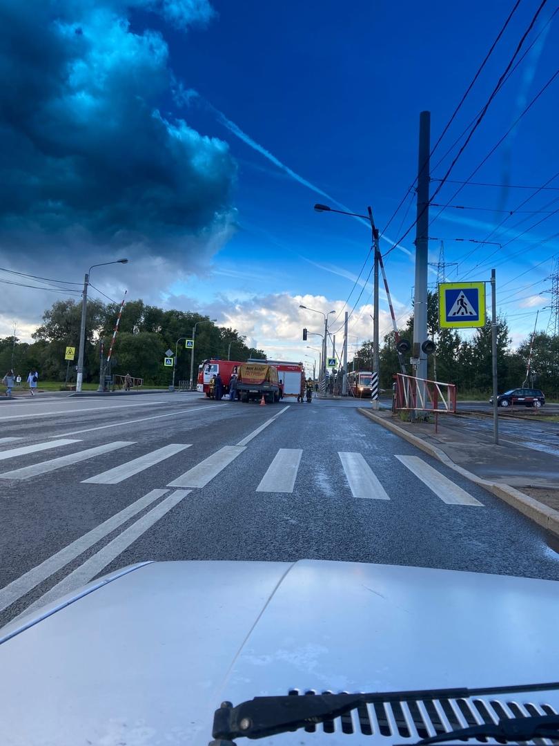 Петрович привёз в пожарную машину на Петергофском шоссе и дороги на ЛЭМЗ
