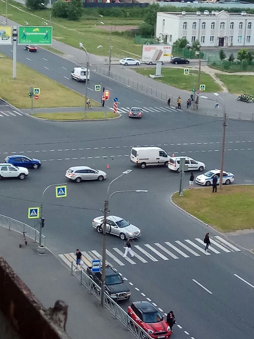 ДТП перекрестке проспекта Сизова и Парашютной улицы.