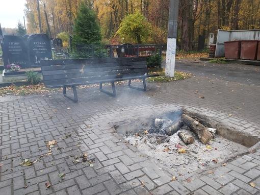 какие-то твари алкаши вздумали согреться ночью на богословском кладбище и полностью уничтожили скаме...