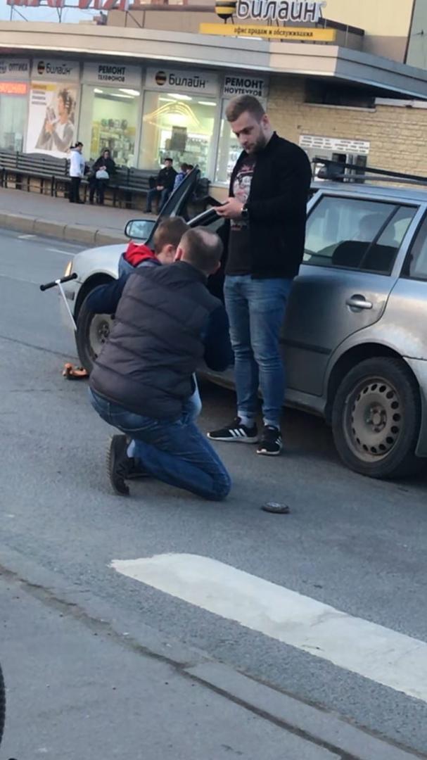 На пересечение Бухарестской и Олеко Дундича , на зелёный для пешехода автомобиль сбил мальчика на са...