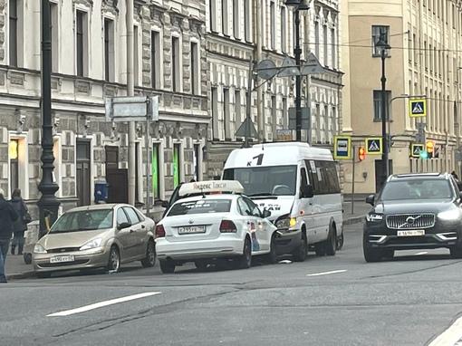 Когда слишком долго работал таксистом в Лондоне…. ДТП рядом с пересечением ул.Декабристов и ул. Глин...