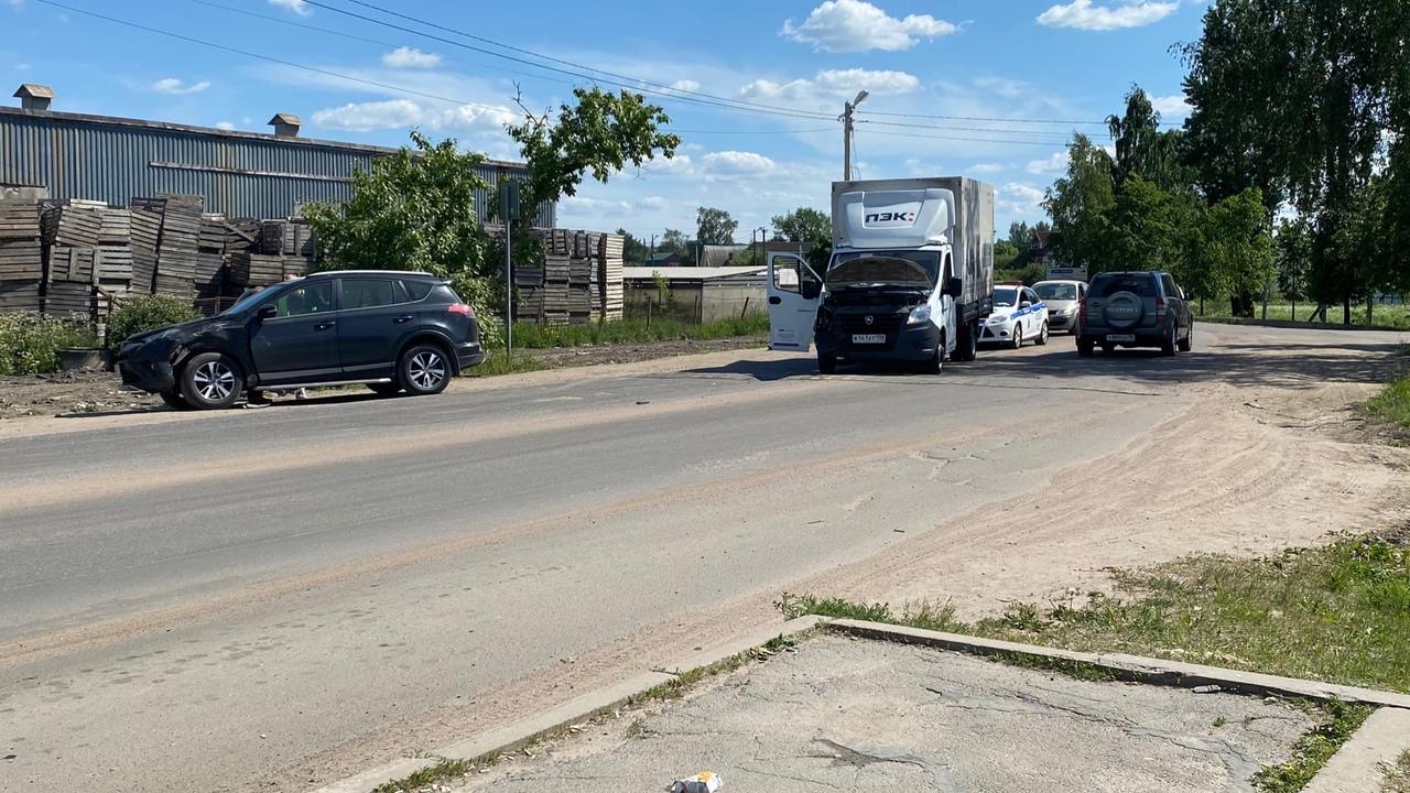 Авария в посёлке Аннино. Объезд по встречке, пробки нет