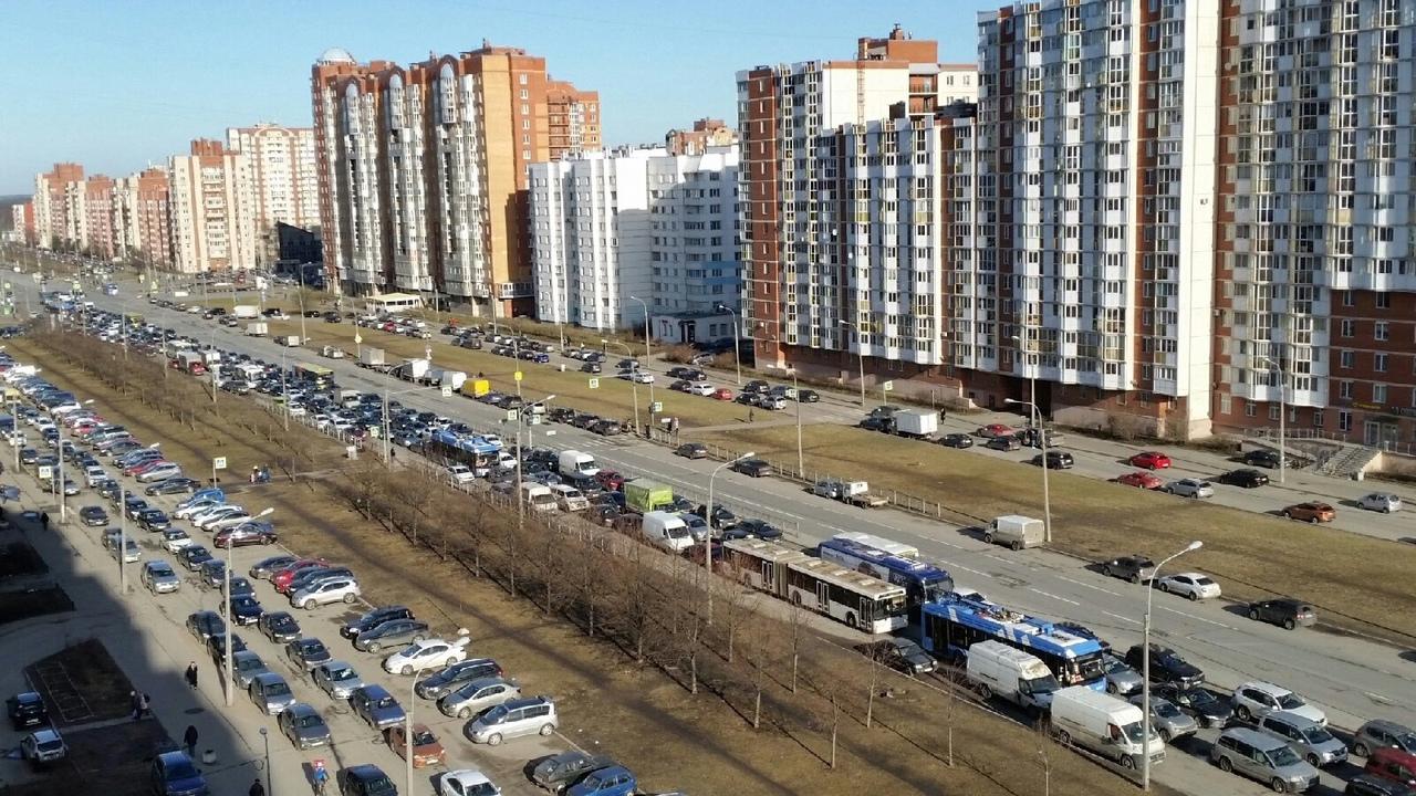 Сегодняшнее утреннее ДТП на ЗСД образовало королевскую пробку на Богатырском проспекте.
