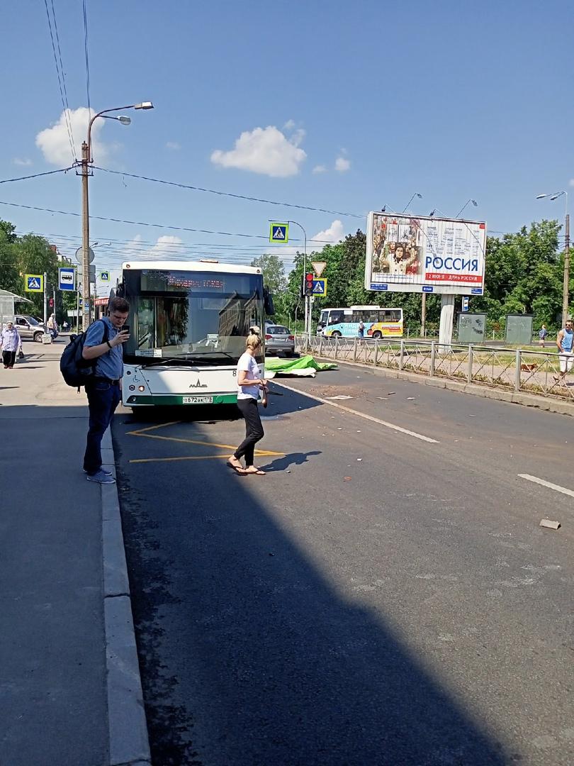 Газель потеряла кузов после встречи с автобусом на Бассейной 17 , рядом с городским судом