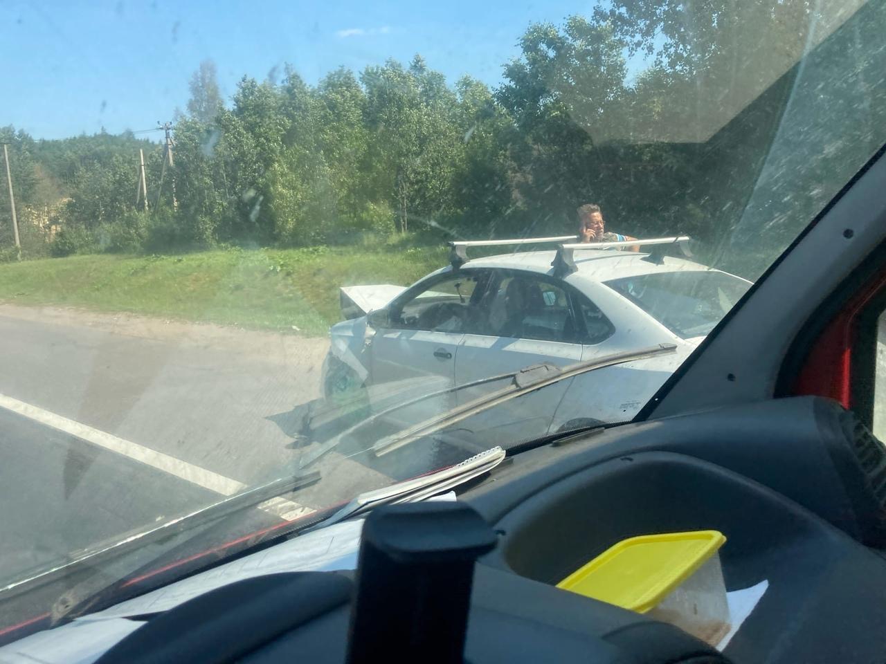 Легковая догнала кроссовер Хонду в начале Новоприозерского шоссе