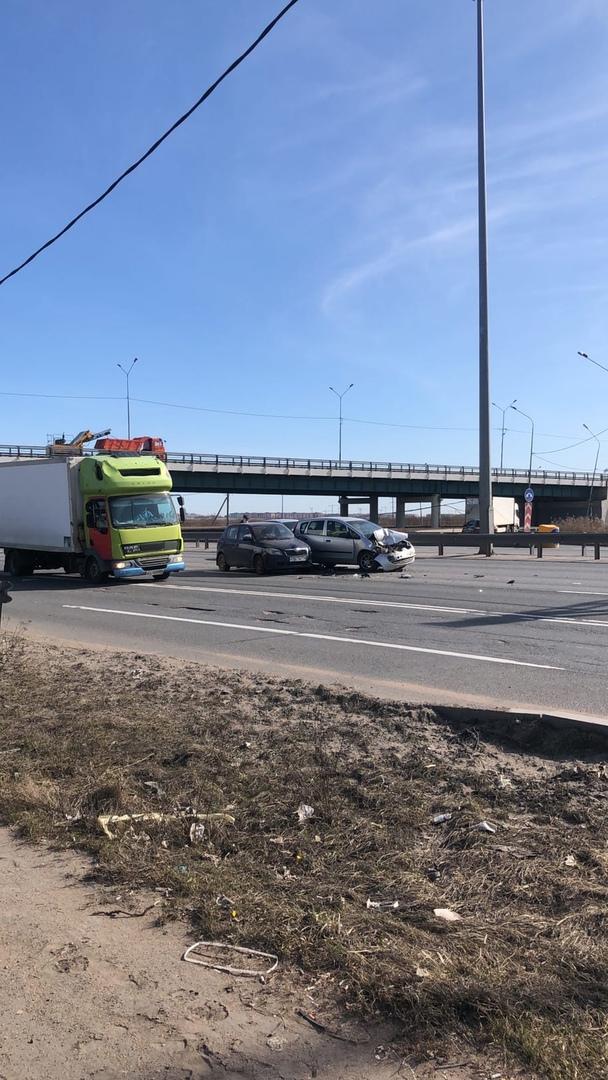 ДТП на Киевском шоссе в 10-20 утра, в сторону Гатчины. Дастер подрезал мою Митсубиси из-за того что ...