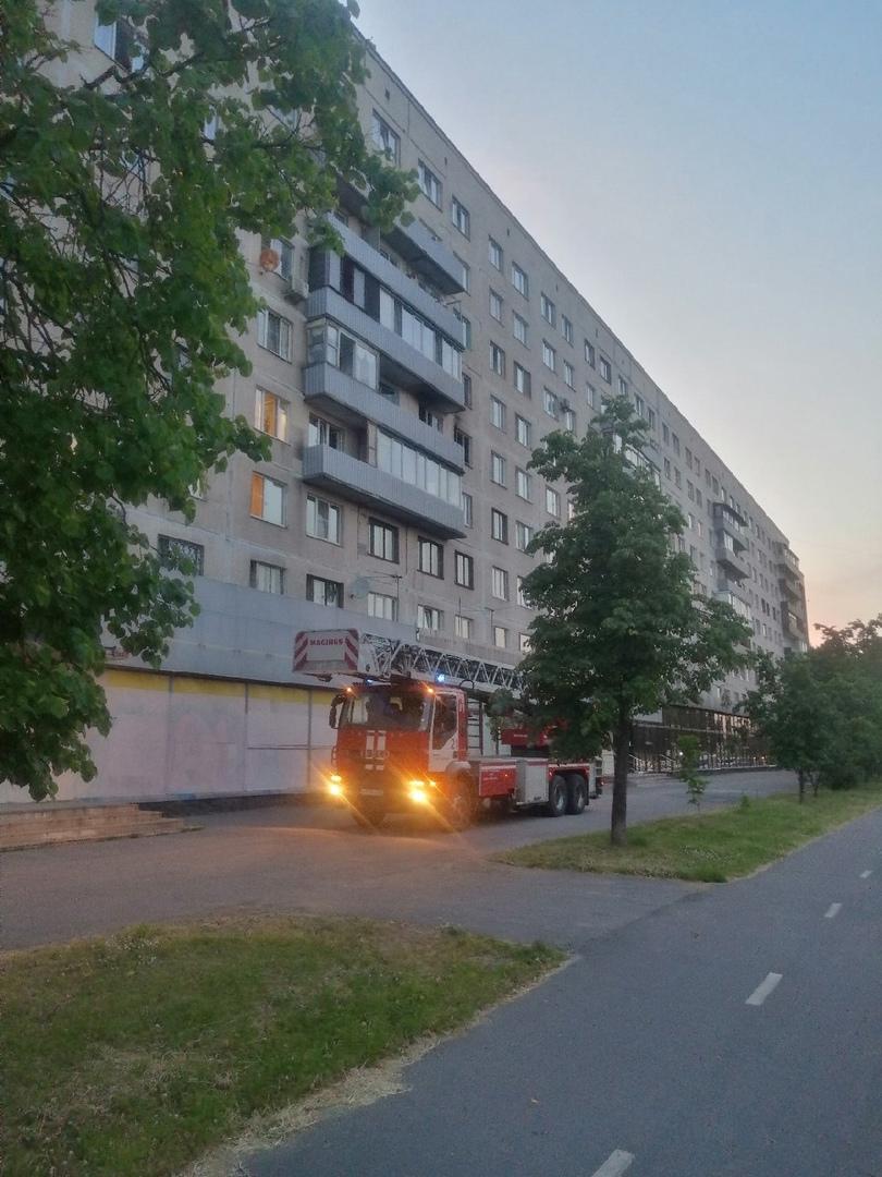 Пожар в 6 подъезде на 4-ом этаже дома номер 26к1 по пр. Культуры. В двухкомнатной отдельной кварти...