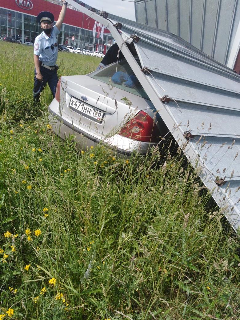 Пьяный водитель уезжал от полиции, чуть в маршрутку не влетел, но водитель маршрутки успел на вс...