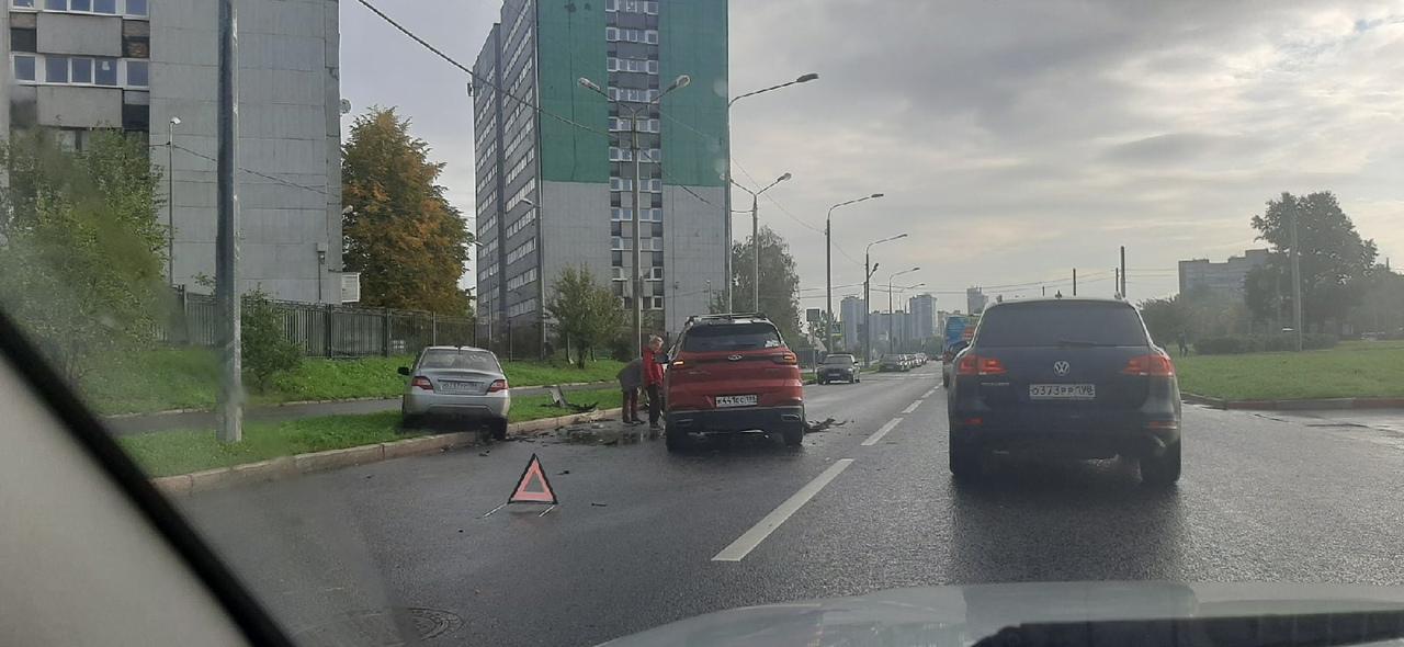 Утром, около восьми часов на дублёре проспекта Стачек по направлению от проспекта Маршала Жукова, ...