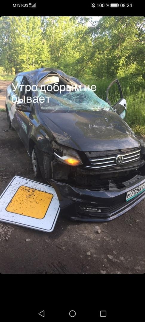 В Кронштадте на Цитадельском шоссе произошла авария с каршерингом. На месте ДПС.