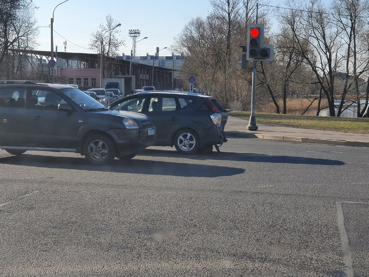 Серьёзное ДТП Колпине на пересечении улицы Ремизова и Красной.