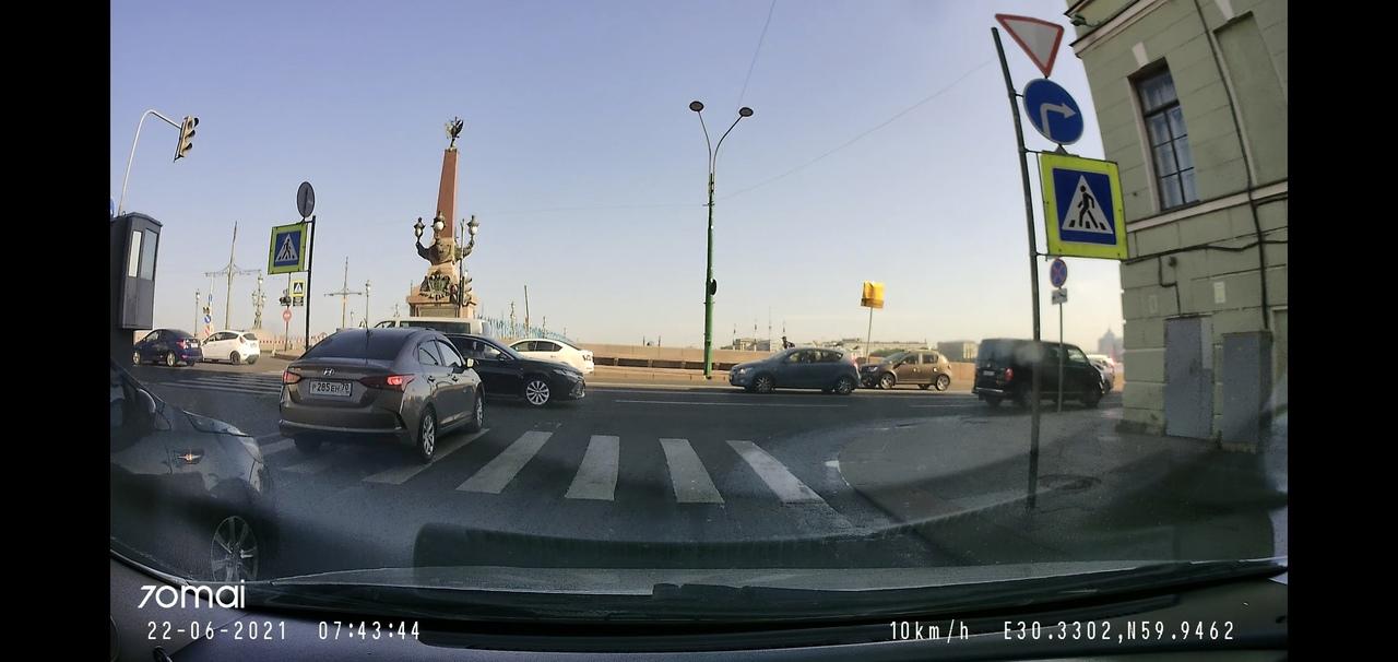 Троицкий мост закрыт