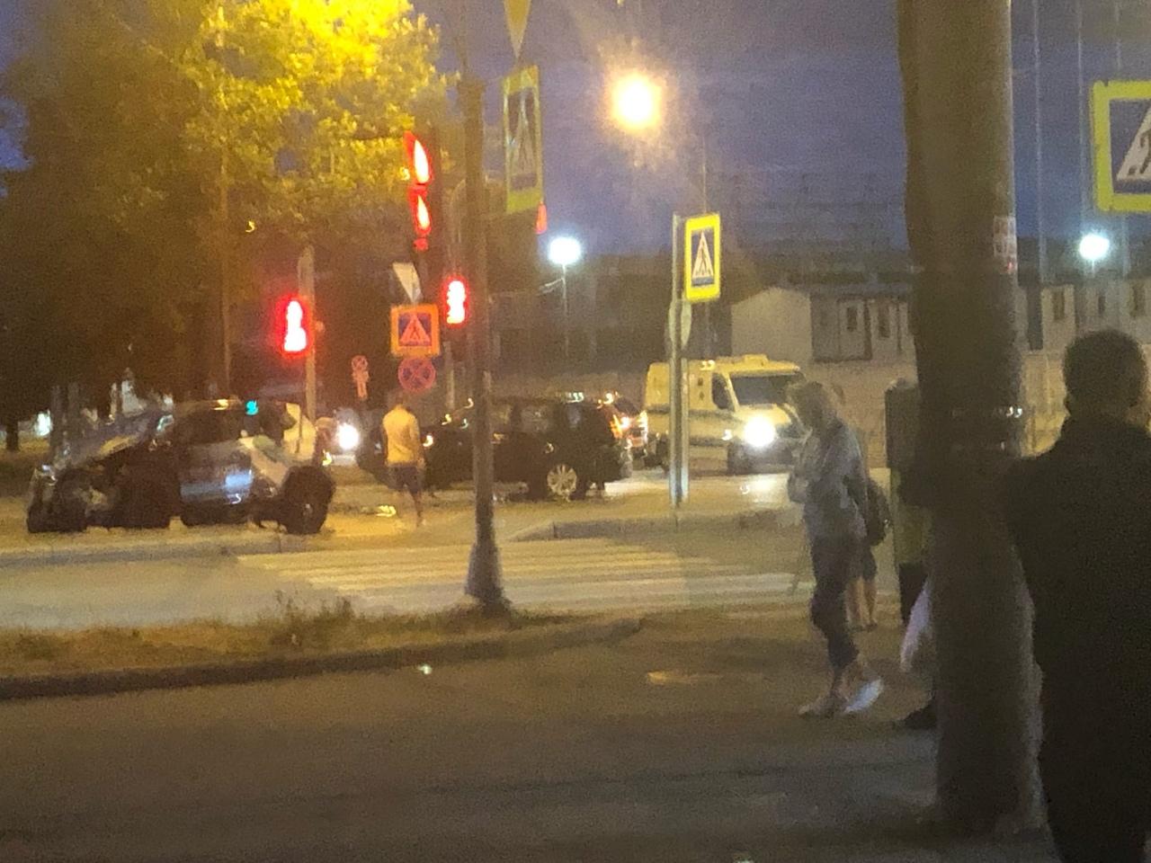 В 22:40 Кузнецовская и Ю.Гагарина каршеринг столкнулся с Ниссаном