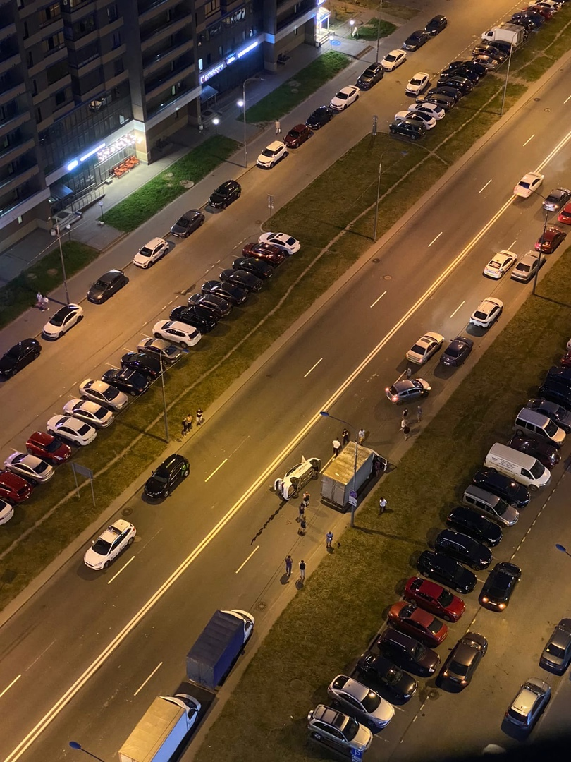 В городе Мурино на улице Шувалова Ситимобил с пассажирами задел рядом стоящую газель