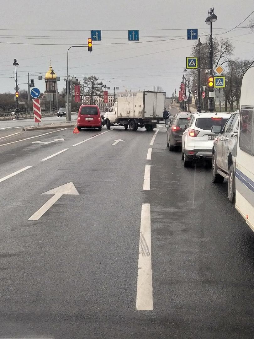 Утро перед Троицком мостом 6:50 ( на пустой дороге