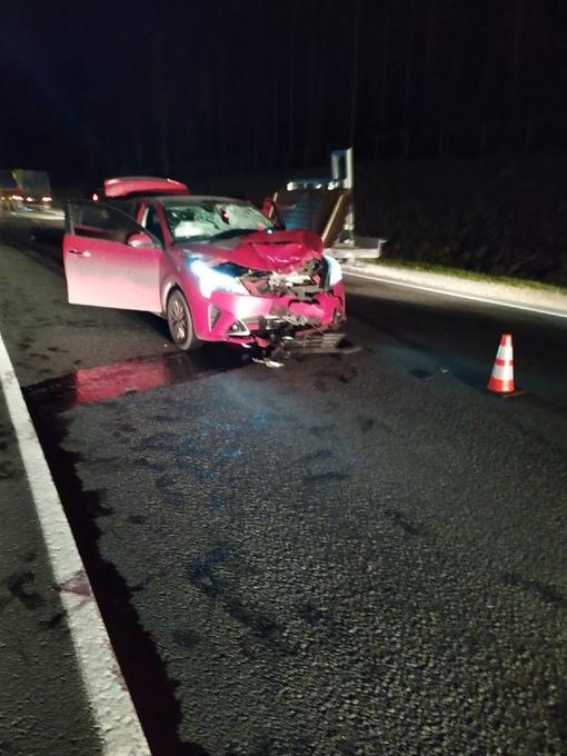 Жуткая авария на трассе А 121, 130 километр. Две легковые и мопед. Мопед вылетел в лоб красному авто...