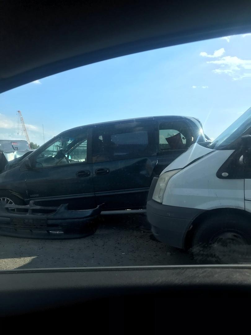 Страйк из 4 машин на съезде с Приморского на Савушкина у Тинькофф арены.