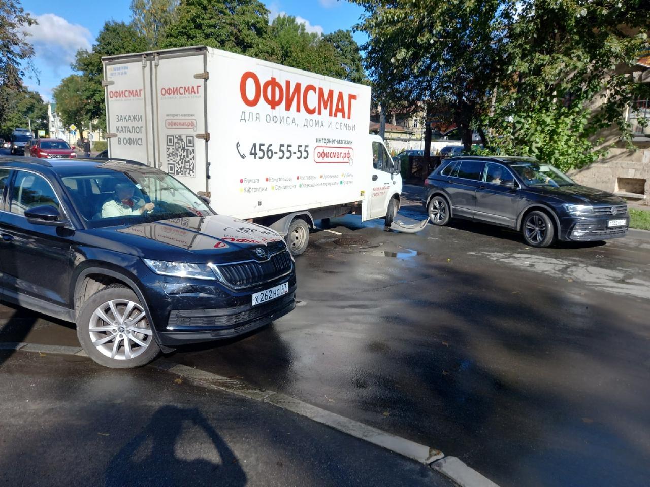 Ищу свидетелей ДТП в Гатчине на пересечении Радищева и Госпитальной. В 10 утра 2 сентября, джип ехал...