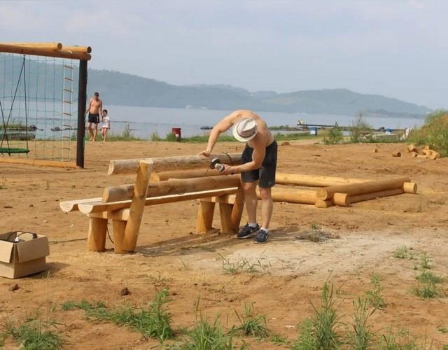 Усть-Илимск. Площадка для игр и отдыха на правом берегу водохранилища