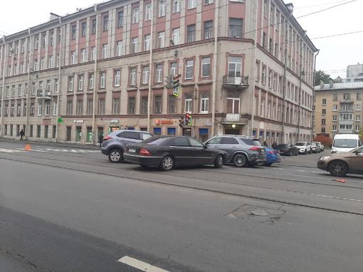 Ищу свидетелей ДТП на Новочеркасском проспекте 17. Авария произошла 29 сентября в 11:00. Авария прои...