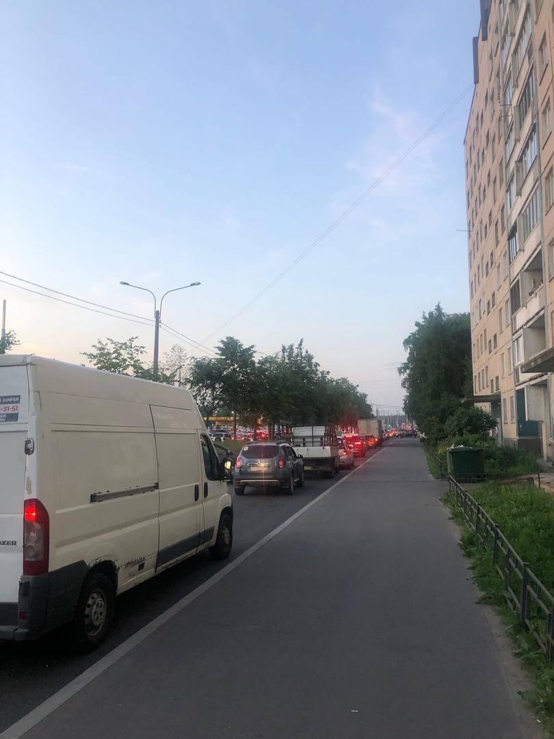 Адская пробка на Ириновском проспекте перед Рябовским.