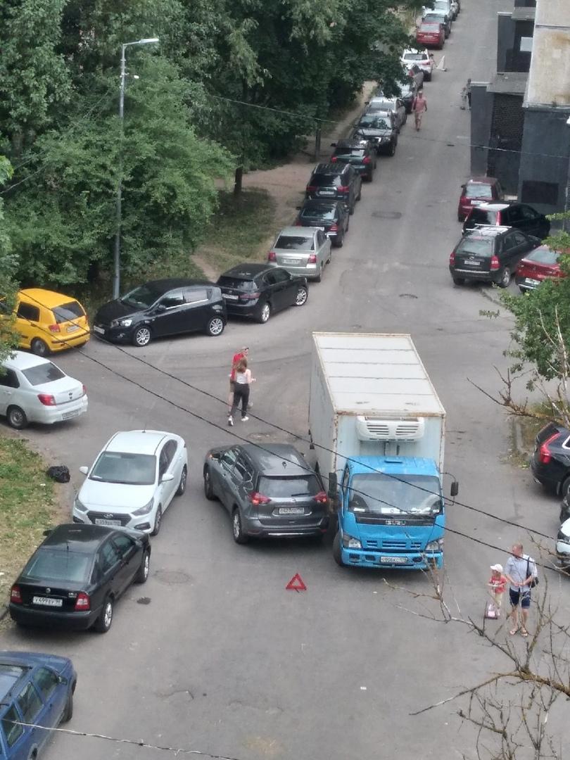 Авария на Краснопутиловской улице возле дома 121