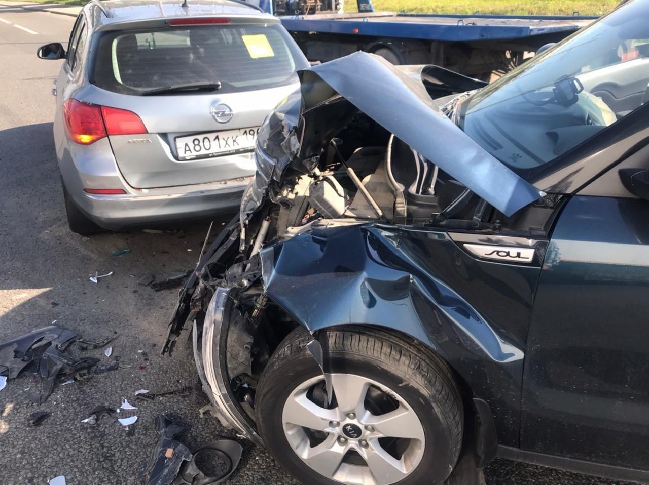 В 7:30 на Витебском проспекте, под ЖД мостом при въезде в СПб водитель Опеля подрезал женщину на Киа...